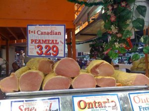 Cheap travel tip in Toronto: St. Lawrence Market and peameal bacon